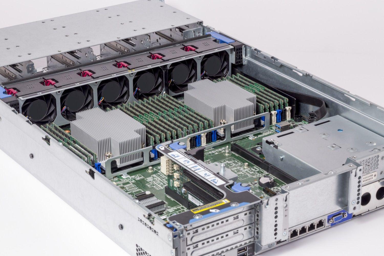 Moduli di memoria RAM Crucial installati in un server