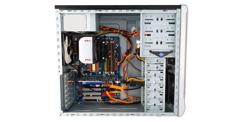 Computer con case rimosso e componenti interni esposti