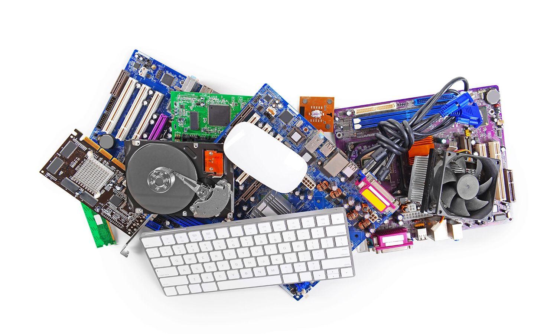 Collezione di hardware per computer, incluso tastiera e mouse