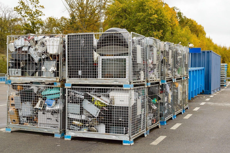 I rifiuti elettronici, inclusi i computer, possono essere gettati nel cassonetto del riciclaggio.